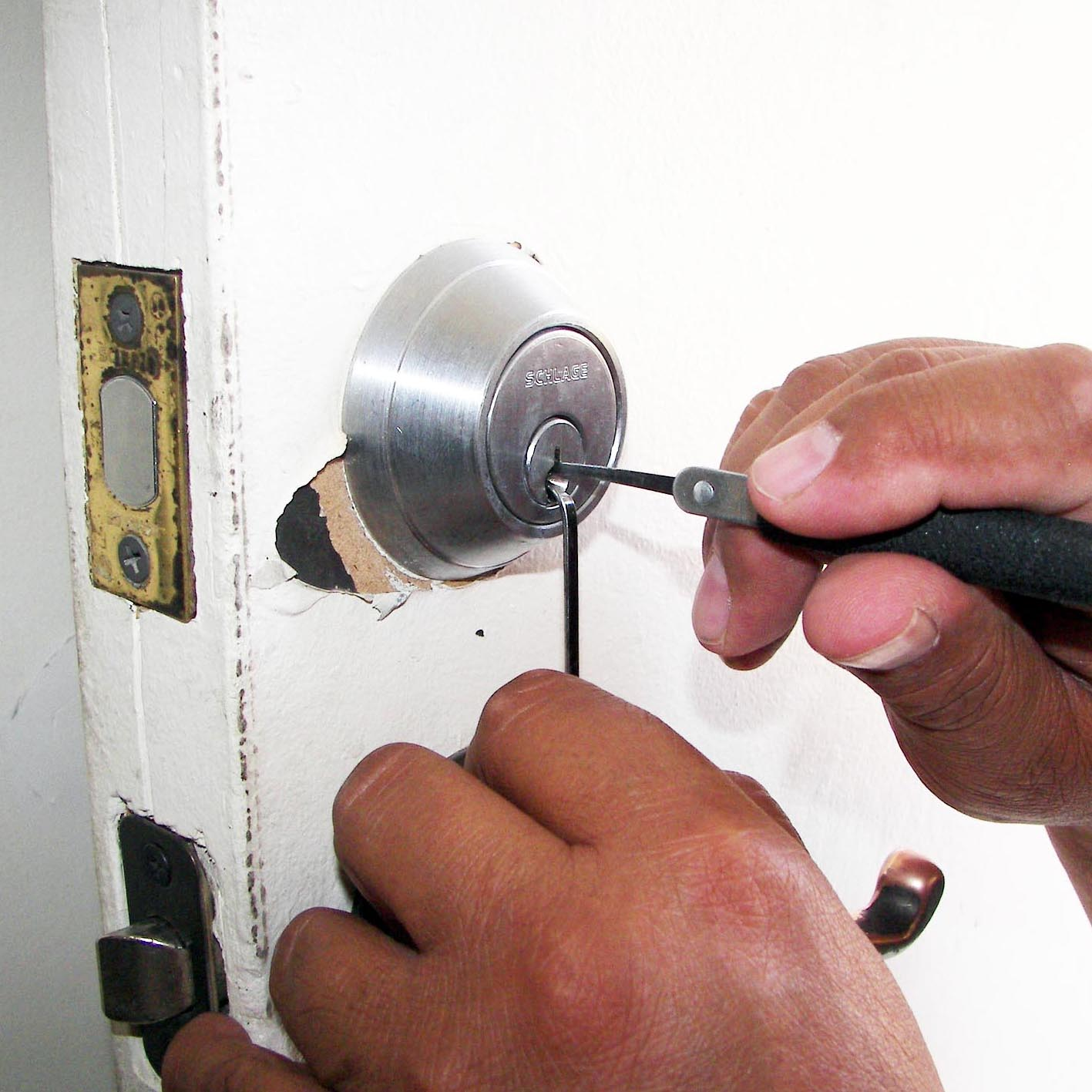 London Locksmith | Handy Squad